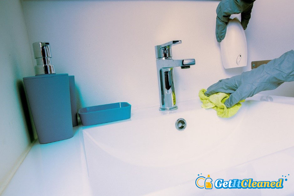 Can You Clean a Bathroom Without Aggressive Chemicals?